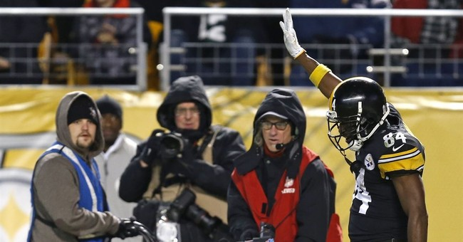 The Latest: Packers, Steelers tied heading to 4th
