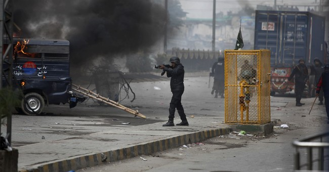 Pakistan Islamists rally on after deadly clashes with police