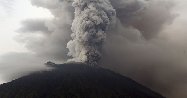 Volcano gushing ash over Bali closes airport for a 2nd day