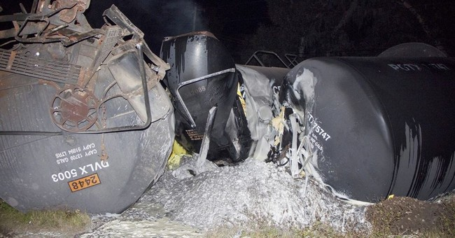 Train carrying molten sulfur derails in Florida
