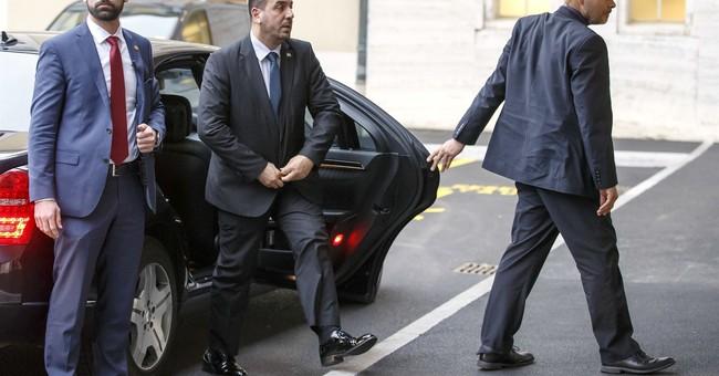 Syrian opposition, UN open talks in Geneva, await government