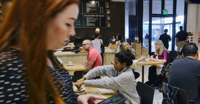 US consumer confidence rises, hits highest level since 2000