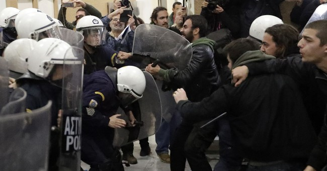 Greece: clashes erupt as foreclosed property auctions resume
