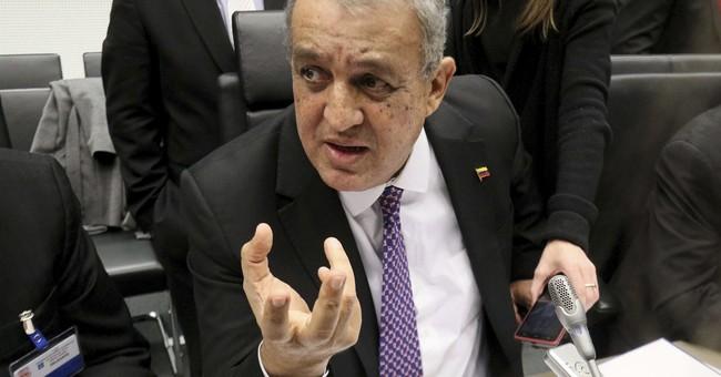 Venezuela arrests top oil officials in corruption probe