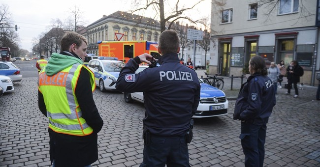 Germany: Suspicious parcel held nails, powder, firecracker