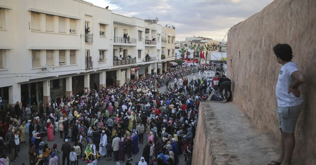 AP PHOTOS: Prophet's birth brings color, music to Morocco