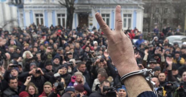 Protesters decry corruption in Ukraine, prevent arrest