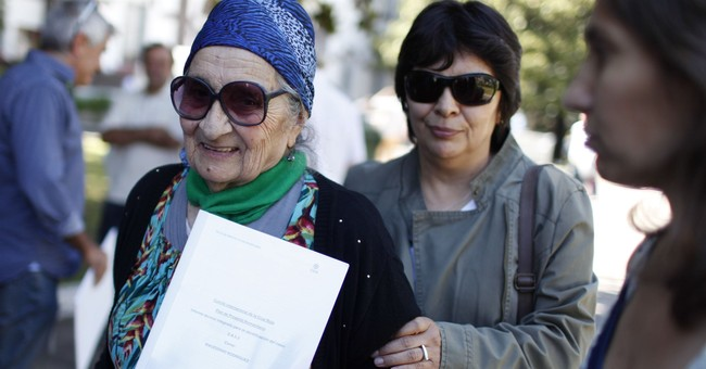 Falklands: Argentina tells families results of troop ID's