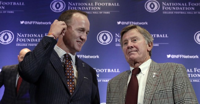 Rivals Manning, Spurrier enter College Hall of Fame together