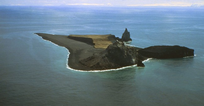 Busy Alaska volcano: Seawater, magma figure in eruptions