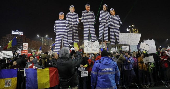 Thousands of Romanians protest diluted graft law for 4th day