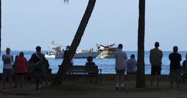The Latest: Hawaii shipwreck awaits high tide for salvage