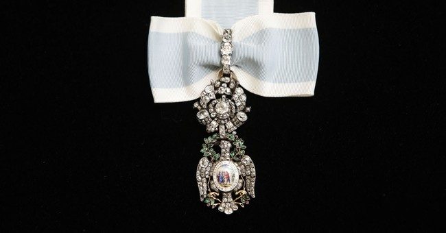 Washington's bejeweled 'Diamond Eagle' medal on display