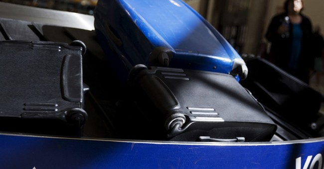 DOT drops proposal to force airlines to disclose bag fees