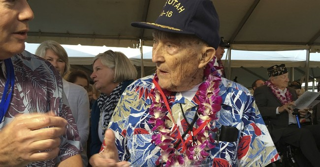 Pearl Harbor survivors in their 90s attend solemn ceremony