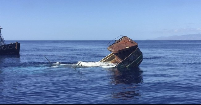 Salvage team sinks fishing boat off Hawaii reef