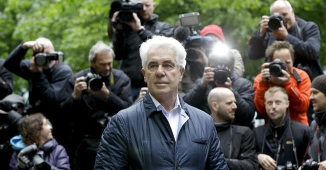 Celebrity publicist Clifford dies during sex crimes sentence