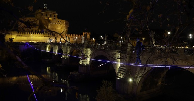 Italian tightrope walker inches his way over Tiber River