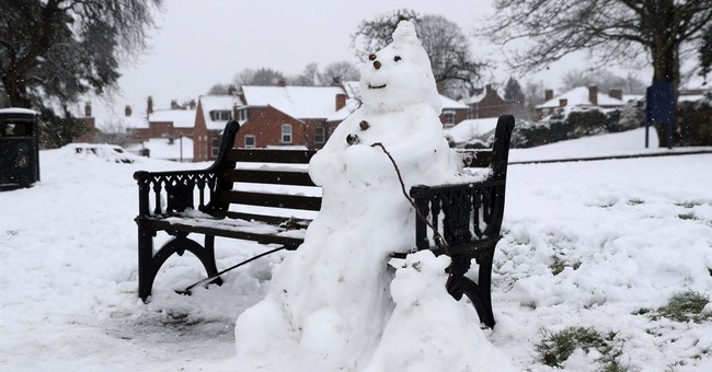 Snow wreaks havoc on travelers in Britain, schools closed