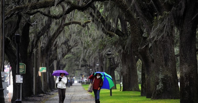 Savannah: Food tour, historic squares and the purple line