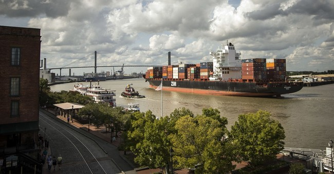 Savannah: Food tour, historic squares and the purple line