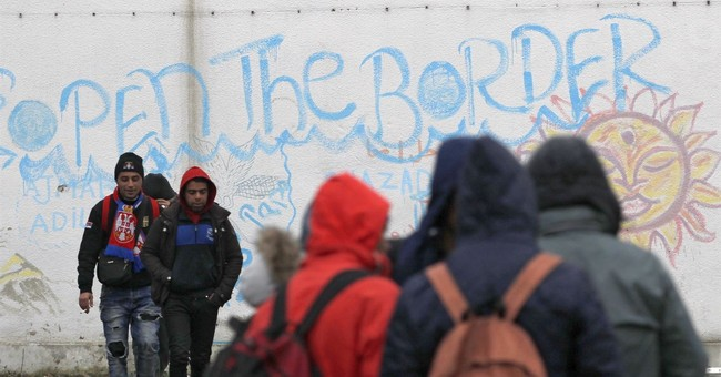 The Latest: Hundreds of migrants along Serbia's EU border