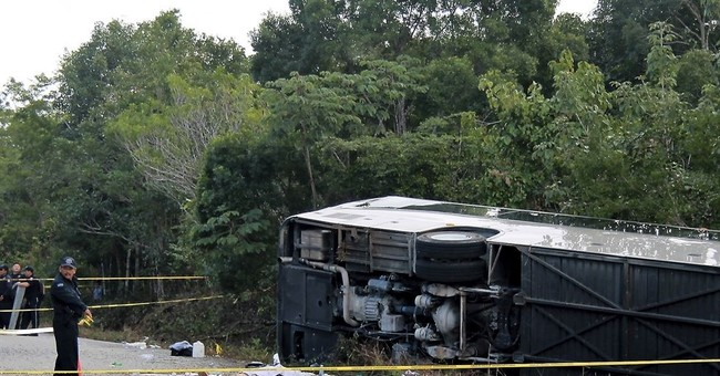 8 Americans, 2 Swedes, 1 Canadian dead in Mexican bus crash