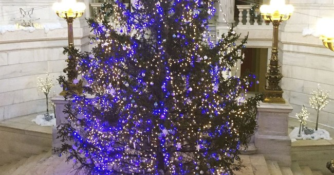 Dead, dried-up Christmas tree to be replaced at Statehouse