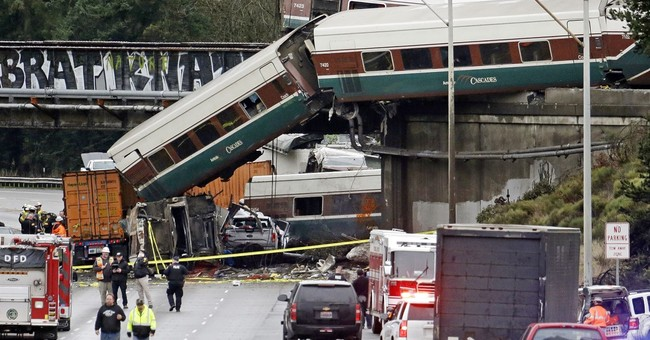 Video: Train crew not using electronic devices before crash