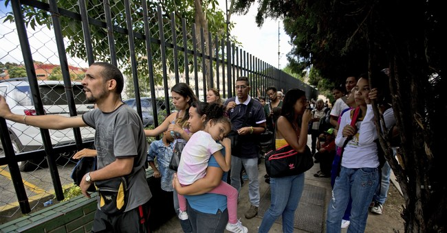 Dimming Christmas lights reflect Venezuela's grim crisis