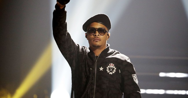 T.I. helps mothers with last-minute Christmas shopping