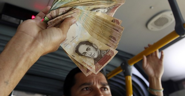 Venezuelans abroad panhandle with their useless cash