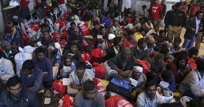 Pakistan hands over 145 fishermen to Indian authorities