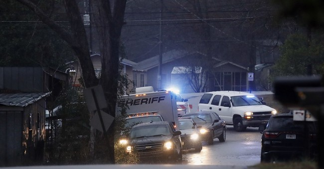 Authorities: Suspect in 3 slayings dead after motel standoff