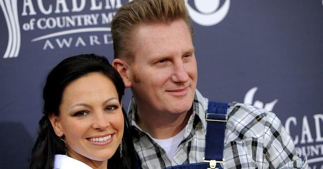 Rory Feek fulfills promise to late wife by attending Grammys