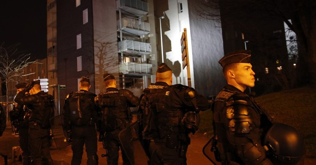 Violence spreads in Paris suburbs; 17 more arrests
