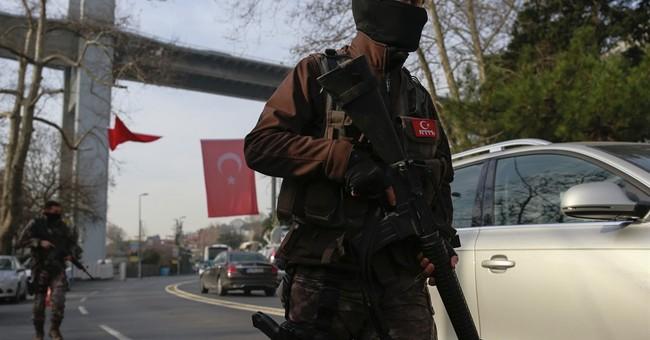 Turkey closing in on nightclub gunman, official says