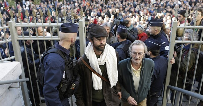 French farmer faces risk of prison for helping migrants