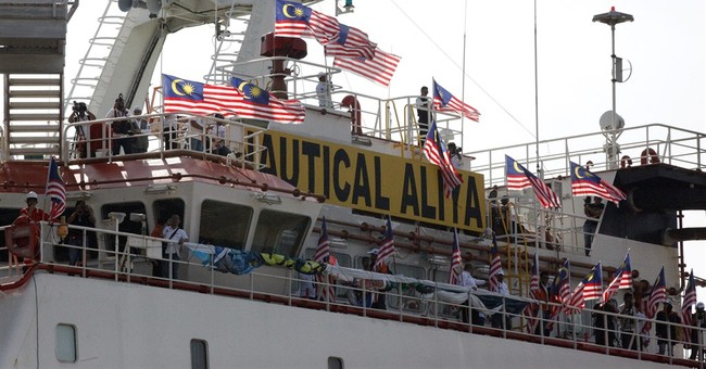 Malaysian ship with aid for Rohingya arrives in Yangon