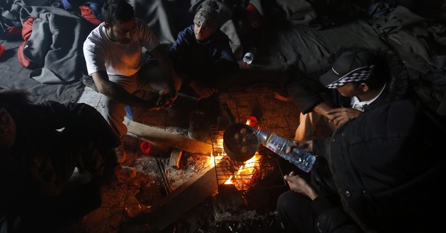 Hungary to put asylum-seekers in border container camp