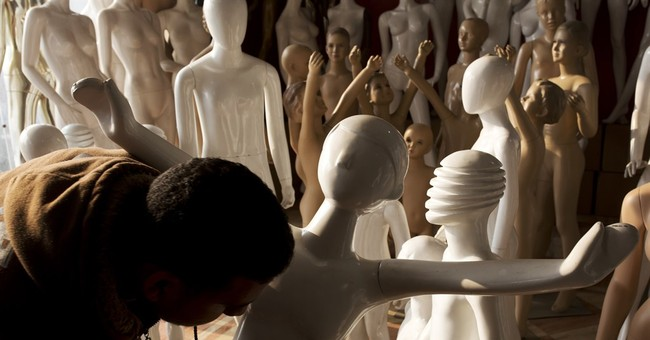 Making mannequins an unlikely business in Egyptian village