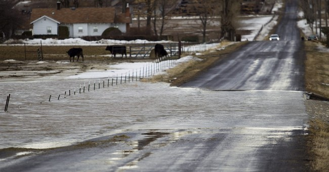 The Latest: Northern Idaho residents warned to expect flood