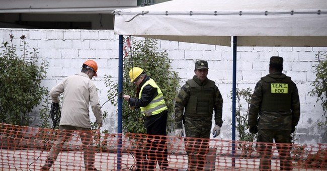 WWII bomb defused in Greece; 70,000 evacuees heading home