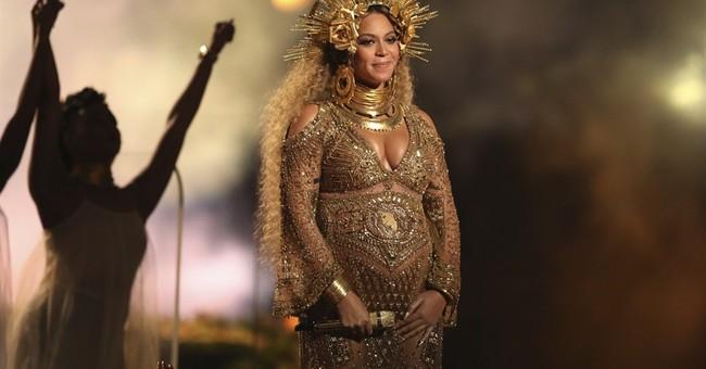 Grammys fashion: CeeLo goes gold, Lady Gaga goes bitty