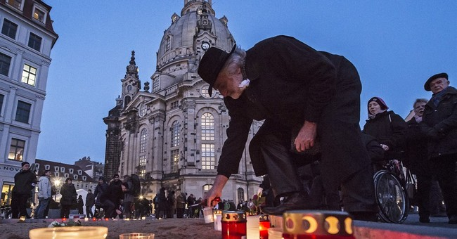 Dresden marks Allied bombing anniversary with peace chain