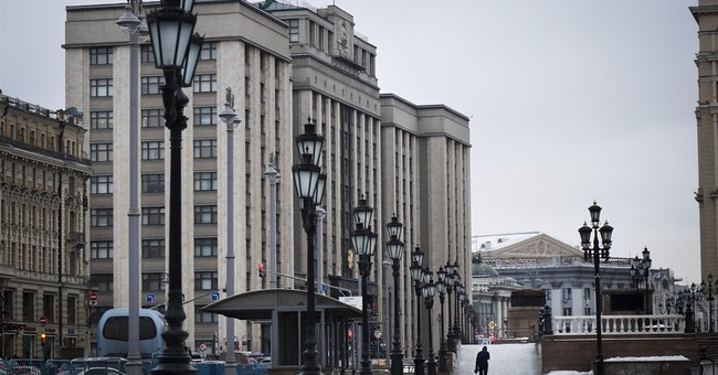 Kremlin, Russian lawmakers play down Flynn's resignation