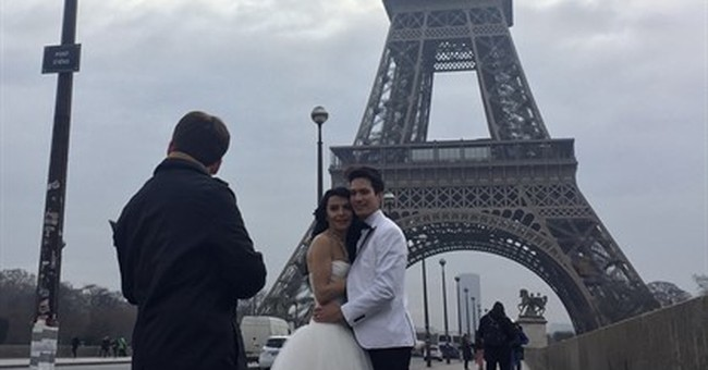 Drizzly Valentine's Day in Paris doesn't stop the love