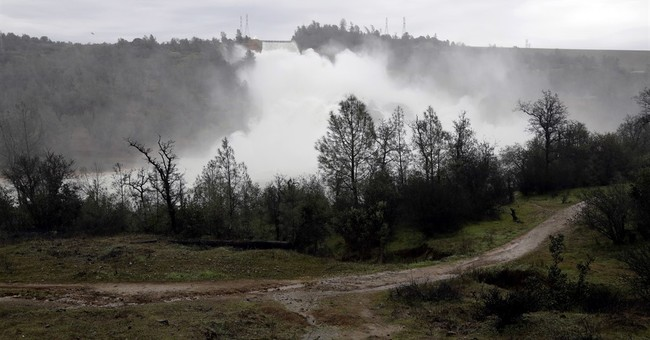 Newspaper: Oroville Dam's flood-control manual out of date