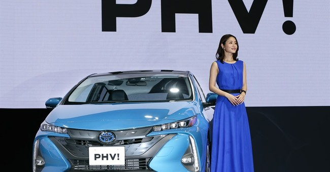 Toyota hopes revamped plug-in sells better than first model
