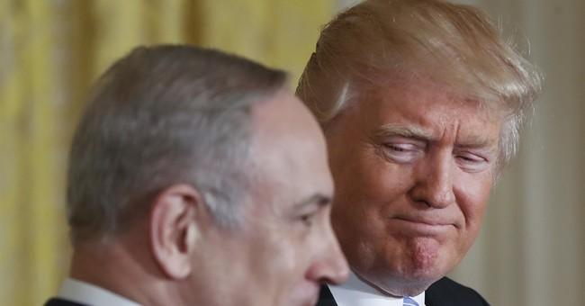 Trump criticizes 'fake media' on Flynn story